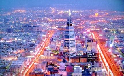 cidade de Riade e o arranha-céus Faisaliah Tower